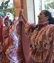 GRUPO. Cultural Dance Center está integrado por niños y adultos que no tienen experiencia previa como bailarines.