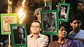 INDIGNANTE. Periodistas alumbran con antorchas imágenes de sus colegas asesinados. En lo que va del gobierno de López Obrador se asesinaron a cuatro reporteros.
