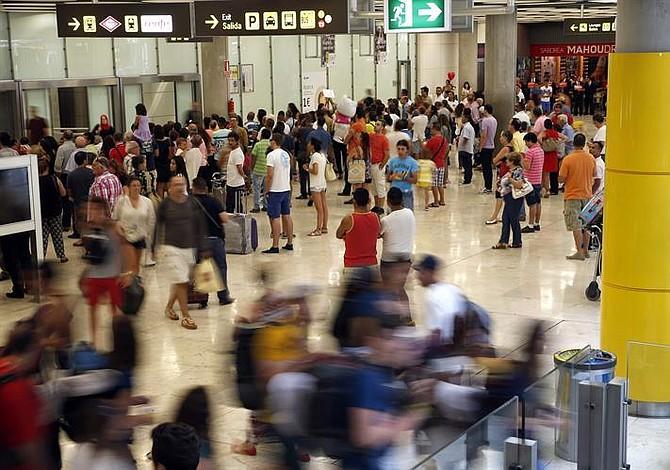 Detienen a famoso chef en el aeropuerto de Los Ángeles por llevar pirañas en su equipaje