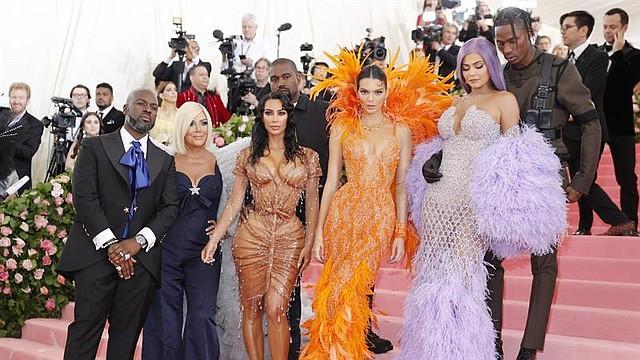 SHOW. El viernes la estrella televisiva Kim Kardashian y el rapero Kanye West anunciaron que son padres por cuarta vez al desvelar el nacimiento de su bebé por el método del vientre de alquiler.