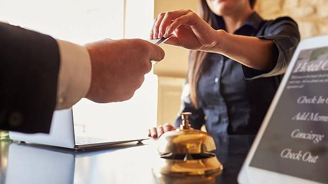 Devaluación del peso colombiano impulsa a industria hotelera en Colombia