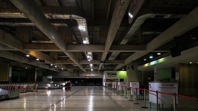 """VENEZUELA. Vista general del interior del aeropuerto internacional """"Simón Bolívar"""", ubicado en Maiquetia, que sirve a la ciudad de Caracas."""