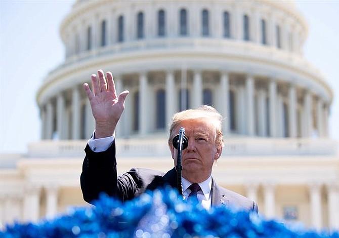 Nueva propuesta migratoria de Trump busca aumentar competitividad de Estados Unidos