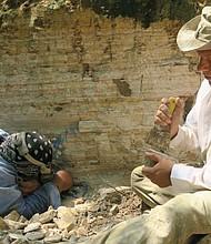 DESCUBRIMIENTO. En referencia a ello, el representante de una de las Adesco del municipio, José Galdámez, solicitó apoyo al Gobierno para poder conservar el yacimiento localizado y apoyar más excavaciones e investigaciones.