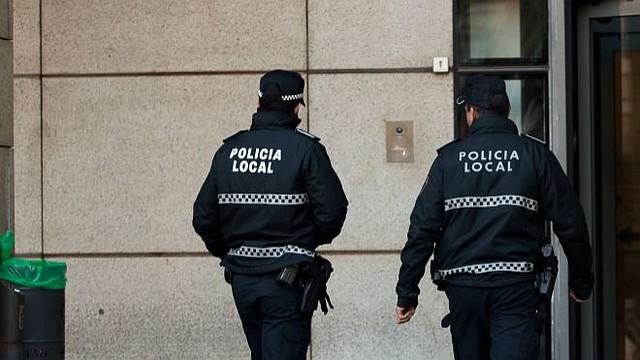 BÚSQUEDA. El delincuente es descrito como un afroamericano de entre 20 y 40 años, que vestía un suéter negro con guantes.