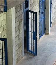 PROCEDIMIENTO. Los agresores fueron identificados como un adolescente de 13 años y tres adolescentes mujeres de 14 años.