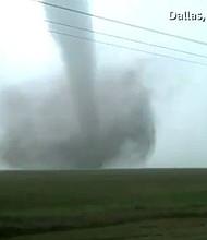 CLIMA. Foto de un tornado captado por la agencia Reuters en Estados Unidos.
