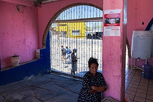 Una mujer que volvió a México esa mañana luego de aplicar para asilo manifestó preocupación por dónde se quedaría con su familia. El cuarto que tenía en un refugio ya se lo habían dado a otra familia.