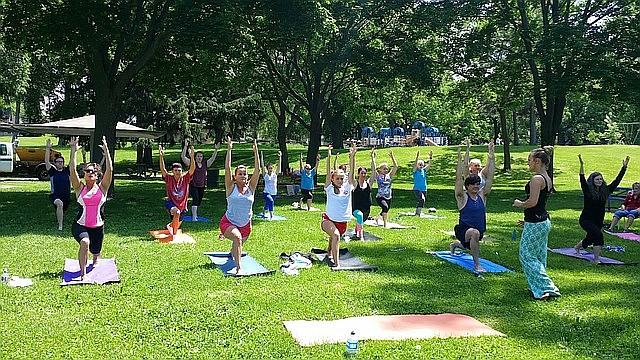 La serie de ejercicios al aire libre de la Alcaldía de Boston incluye alrededor de 30 clases semanales en distintas comunidades de la ciudad.
