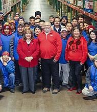 FUERZA. El equipo que lidera EMD Sales, en el almacén de la distribuidora, en Baltimore