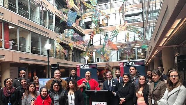 Empleo. Los programas relacionados con todos los asuntos laborales ocuparán gran parte de la agenda de este año de la Oficina de Asuntos Latinos. En la foto durante el lanzamiento de la página digital en español sobre empleo.