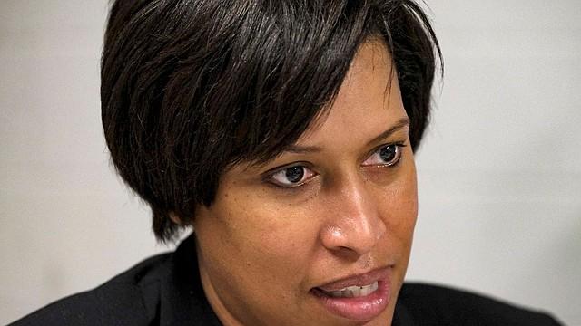LOCAL. La alcaldesa Muriel E. Bowser creó una comisión encargada de encontrar soluciones a la falta de atención urgente en el sureste.