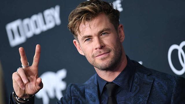 """SHOW. Pero entre la abundancia, el matrimonio Hemsworth-Pataky también ha decido dar una importante lección a sus hijos sobre el valor del trabajo. """"Recuerdo que ahorré para una tabla de surf cuando era joven."""