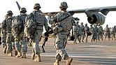 Presidente defiende la exclusión de personas transgénero del Ejército.