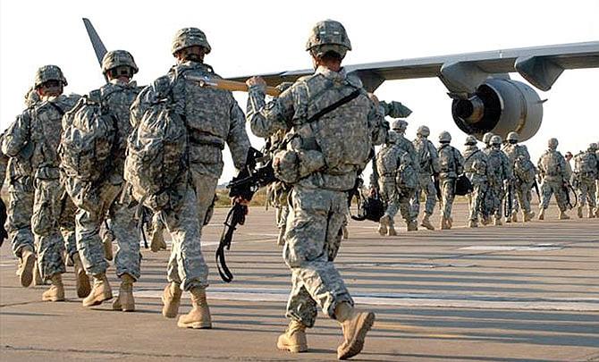 Presidente defiende la exclusión de personas transgénero del Ejército