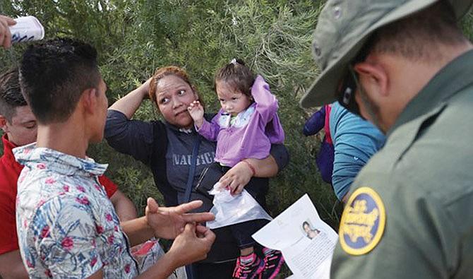 ICE reafirma denuncia de familias falsas