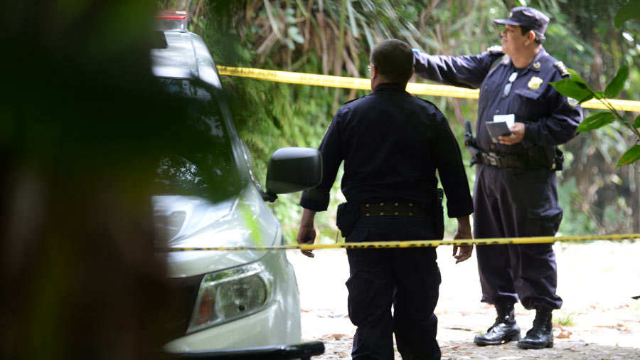 SUCESOS. La Policía Nacional Civil salvadoreña recomendó al personal autoprotegerse.