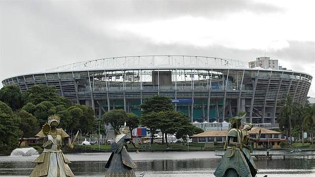 BRASIL. Vista del Dique do Tororó con el estadio Arena Fonte Nova al fondo, este martes, en Salvador