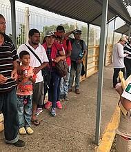 POLÍTICA. El Gobierno de México anunció este martes la creación de una comisión especial para atender el fenómeno migratorio y lograr resultados antes del plazo establecido por Estados Unidos.