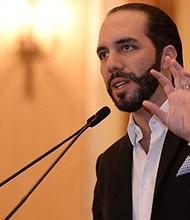 """PERSECUCIÓN. """"Está pensando en tener mayoría en la Asamblea Legislativa para seguir gobernando por Twitter"""", expresó Flores."""