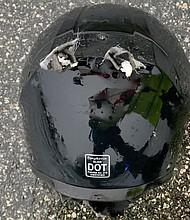 SUCESO. Así quedó el casco de la persona alcanzada por un rayo en Florida el fin de semana.