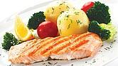 TODOS LOS DIAS. El pescado es imprescindible en la dieta por ser un alimento con tantas proteínas como la carne, y rico en vitaminas y minerales. Además, algunas variedades de pescado son también una importante fuente de Omega 3, ácidos grasos beneficiosos para la salud cardiovascular.