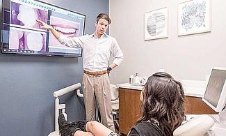 CONVENIENTE. La máquina CEREC permite hacer el escaneo, diseño 3D e impresión de la cerámica en poco tiempo y la nueva pieza dental puede ser utilizada por cualquier paciente, incluyendo a los niños.
