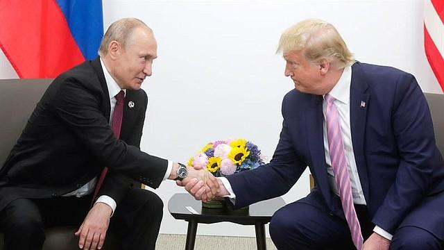 DIFERENCIAS. La cita tuvo un ligero tono de celebración, porque era la primera entre ambos desde que el fiscal especial que investigaba en EEUU, la presunta injerencia rusa en las elecciones de 2016, Robert Mueller, cerrara su pesquisa y concluyera que no hubo una conspiración entre la campaña de Trump y Moscú.