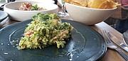 RECETA. El guacamole creado por el chef Vázquez Lugo sigue la receta tradicional del restaurante Nicos en Ciudad de México. FOTO: Rafael Ulloa - @rafaelu_inst – ETL