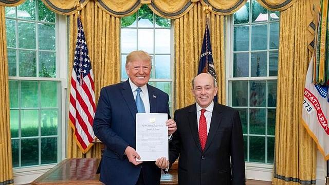 DIPLOMACIA. El presidente de los Estados Unidos, Donald Trump, recibió en la Casa Blanca al nuevo embajador peruano, Hugo de Zela.