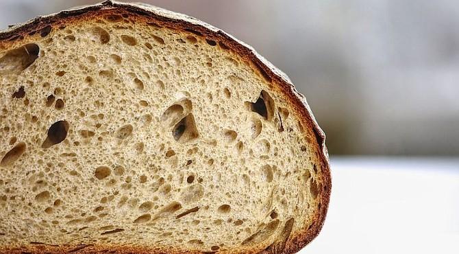 SALUD. Foto de referencia de una rodaja de pan. Imagen de Pixabay.
