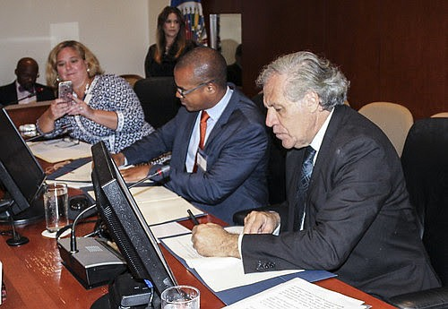EDUCACIÓN. Foto del momento de la firma del acuerdo de cooperación.