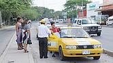 Prisión a taxistas que transporten indocumentados.
