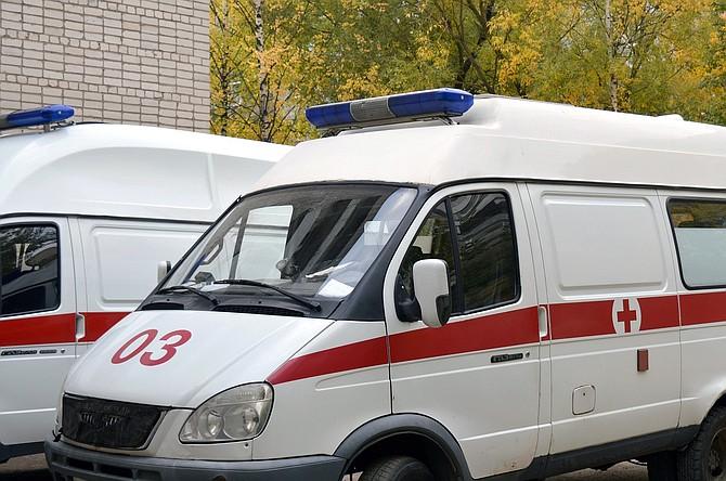 SUCESO. Ambos paramédicos resultaron afectados por el ataque de la paciente que era llevada a un centro médico. | Foto referencial de Pixabay.