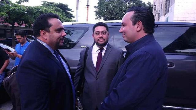 EL SALVADOR. El abogado Mario Machado (izquierda) actúa como abogado defensor también del expresidente Elías Antonio Saca. Ayer se presentó a defender al diputado Arturo Simeón Magaña, de ARENA (derecha)
