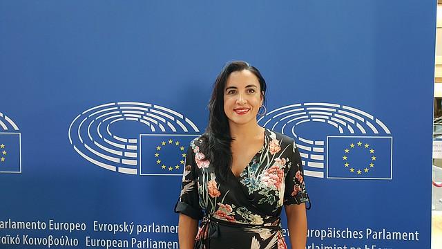 VINCULACIÓN. Mónica González ha trabajado estrechamente con el presidente de Gobierno español, Pedro Sánchez.