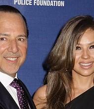 FELICIDAD. La publicación generó la interacción de sus seguidores y algunos famosos, entre ellos Jennifer López, quien felicitó al magnate.