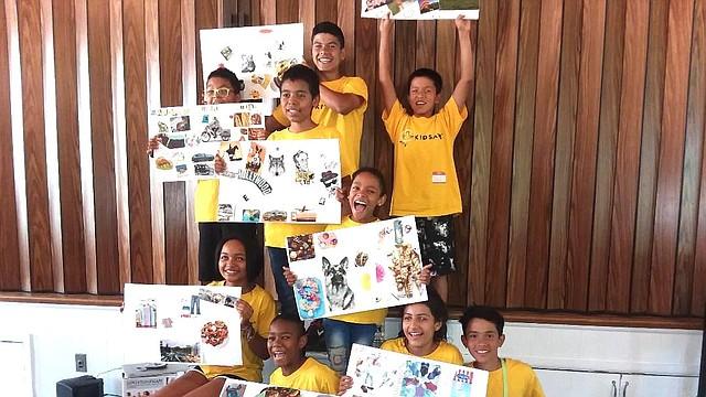 Adopción. El pasado sábado en Alexandria, los niños para adopción mostraron sus collages que los realizaron ayudados por sus padres de acogida.