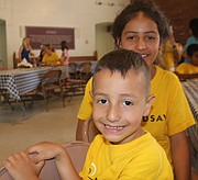 Hermanos. Matt de cinco años es el menor de todos y Jill de 13 años son dos hermanitos que están buscando una familia que los adopte a los dos. | FOTO: Olga Imbaquingo - ETL