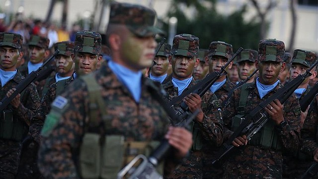 SEGURIDAD. Soldados formados durante una revisión por parte del presidente de El Salvador, Nayib Bukele, de los nuevos elementos del Ejército, el lunes 29 de julio en San Salvador. | Foto Efe/Rodrigo Sura.