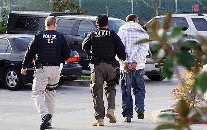 La mayoría de los estadounidenses apoya redadas del ICE