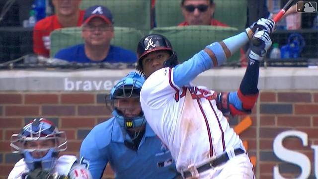 El venezolano Ronald Acuña Jr. en pleno swing (Captura de MLB Network)