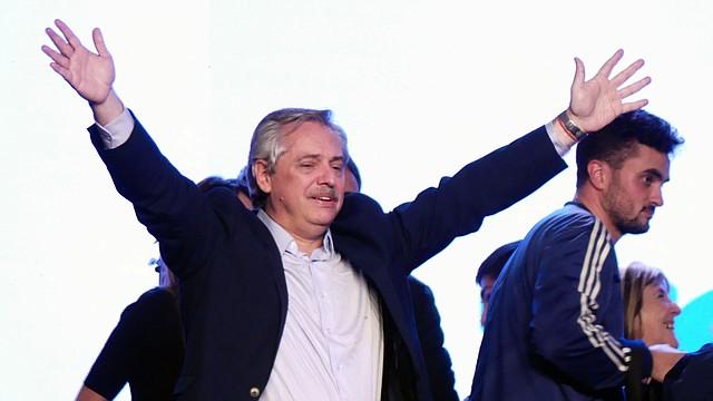 PRIMARIAS. Alberto Fernandez habla durante un acto domingo en el búnker del Frente de Todos, en Buenos Aires, el domingo 11 de agosto.   Foto: Efe/Enrique Garcia Medina