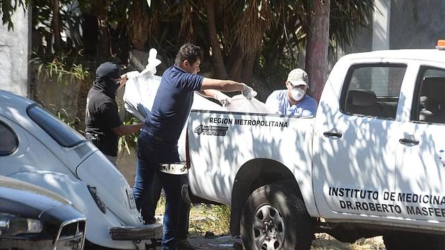 EL SALVADOR. Personal de Medicina Legal en un levantamiento de una escena de muerte violenta