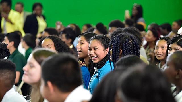 Inmigrantes. Para los niños inmigrantes sin documentos también está abierto este plan de conectividad digital, en este caso los padres deben probar que ellos están en la escuela. Foto: Cortesía Comcast