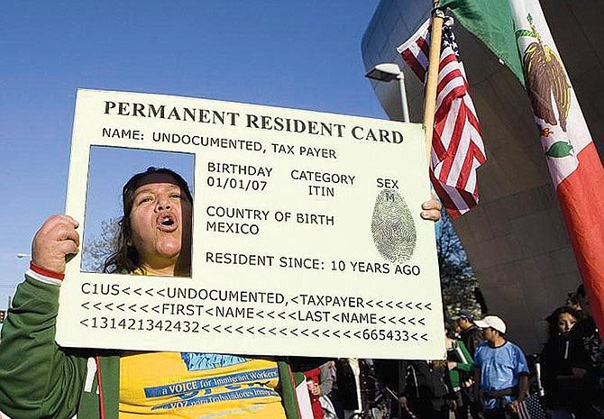 Negarán ciudadanía a inmigrantes que reciban ayudas sociales