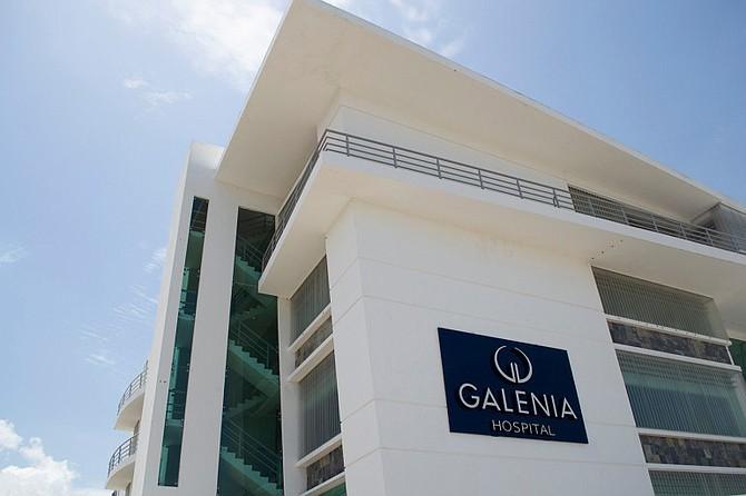 En un hospital de los Estados Unidos, una cirugía de reemplazo de rodilla cuesta un promedio de $30,000, pero en el Hospital Galenia de Cancún, México, cuesta $12,000. (Rocco St. Mleux para KHN)