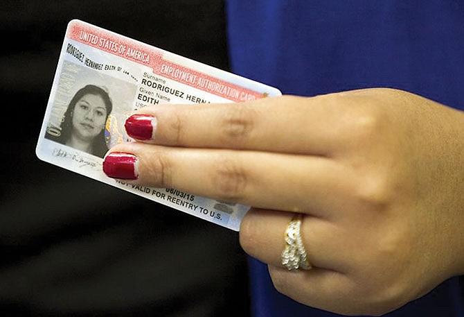 USCIS hace ajuste para Autorización de Empleo de ciertos inmigrantes