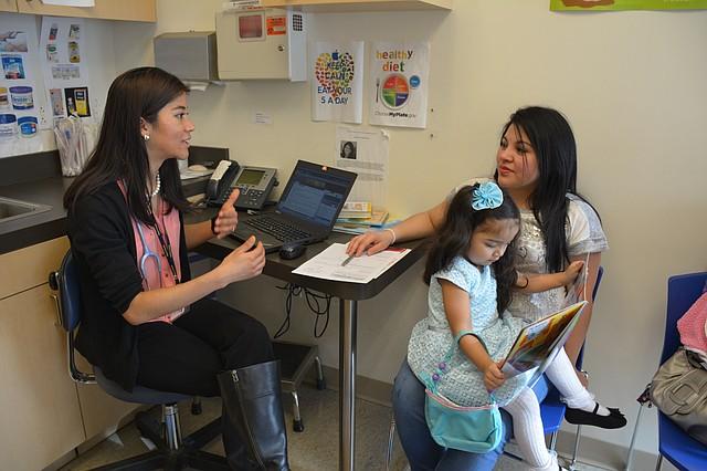 GUÍA. Mary's Center ha previsto crear guías de orientación para todos los usuarios de los diferentes programas médicos