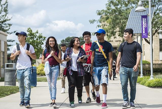 ESTUDIANTES. En este centro de educación superior estudian unos 55 mil estudiantes.